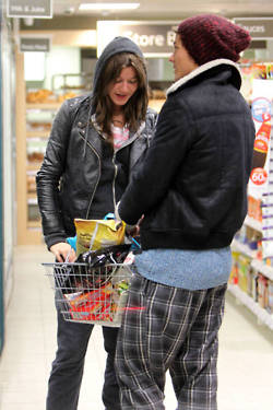 Louis Tomlinson And Eleanor Calder Shopping In Tesco